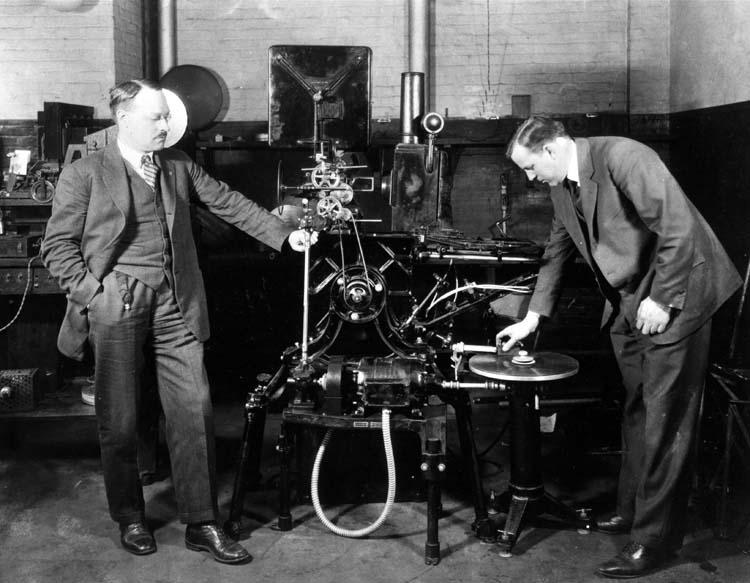 ویتافون چیست و چه کمکی به صنعت فیلمسازی کرد؟